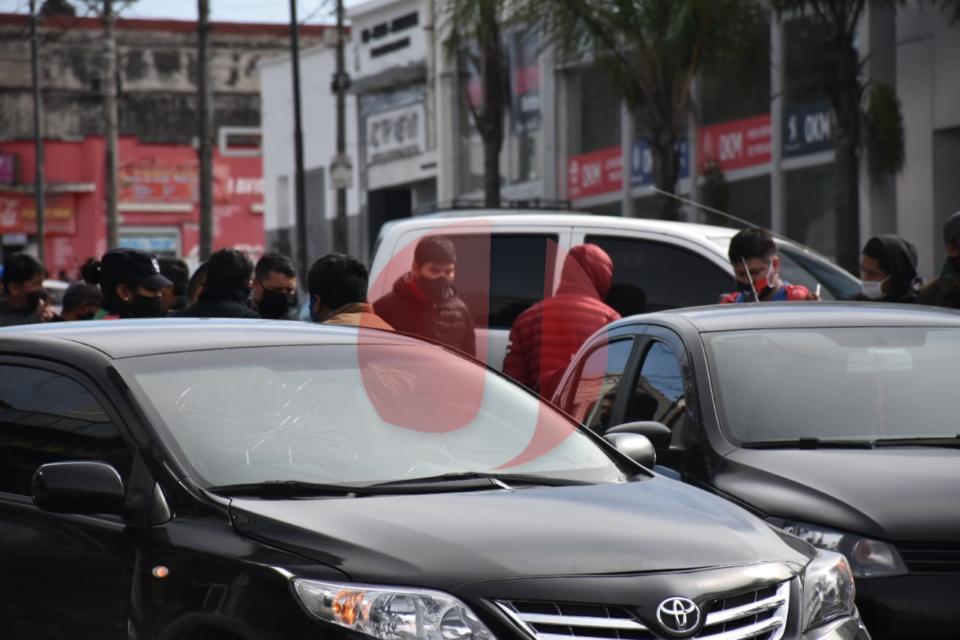 Tiroteo entre delincuentes y la policía en avenida Almirante Brown: Dos detenidos